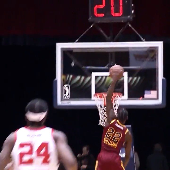 JaCorey Williams (@_JWilliams22) with the MONSTER SLAM 🚀🚀🚀  @MT_MBB ↗️ @CantonCharge   @maineredclaws 🆚 @CantonCharge: https://es.pn/2S31tK0