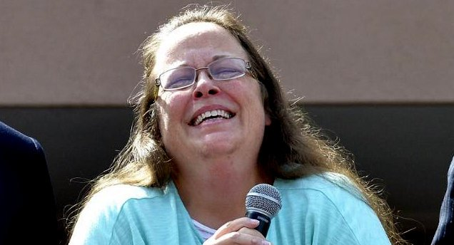 "KENTUCKY: Governor's Office Says Kim Davis Must Pay $225,000 To Gay Plaintiffs For ""Violating Civil Rights"" - https://is.gd/9Cu3HV"