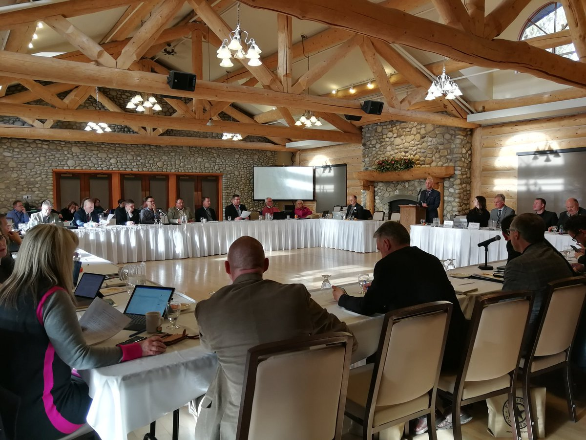 Mid-Sized Cities Mayor's and CAO's Caucus underway in Cochrane AB. 22 municipalities working collaboratively on urban and local policy issues. #abmidsizedcities,#abpoli,#abmuni.