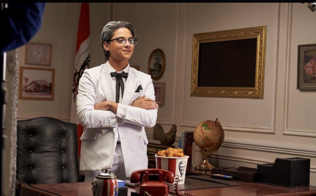 Mula noon, KFC na ang manok ko. Kaya I'm proud to be back. This time, as a Colonel na. Astig, di ba? 😉