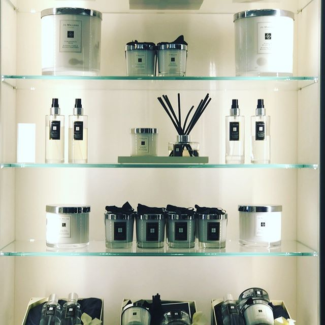 What a way to enhance your wedding with Jo Malone candles, they provided the perfect scent for my wedding tables and bathrooms. Lime basil madarin what a sexy sent my favorite!!! @jomalonelondon http://bit.ly/2RZsKNn