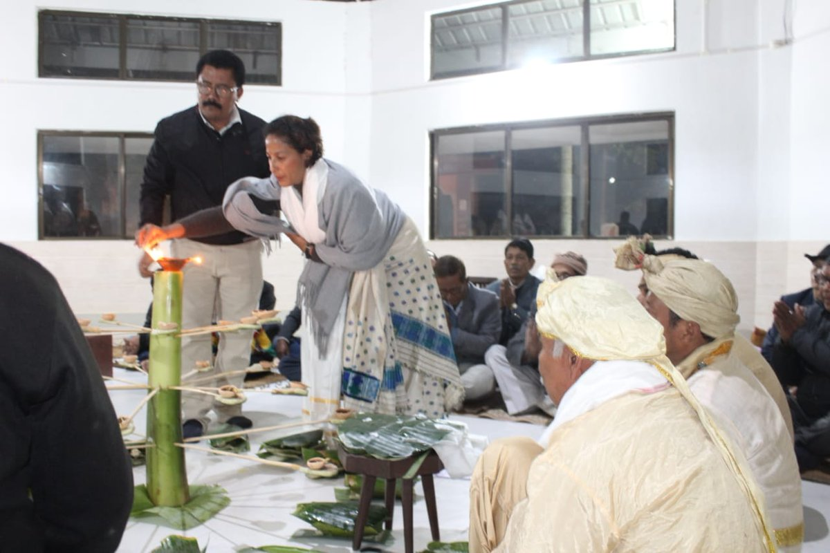 Extremely honoured to light the first lamp on the occasion of #MeDamMePhi in Joya Bhawan Deoghar, Jorhat. Me Dam Ma Phi is the most imp ritual for the #Ahom community. We seek blessings from our ancestors. Heartfelt gratitude to the organizers.