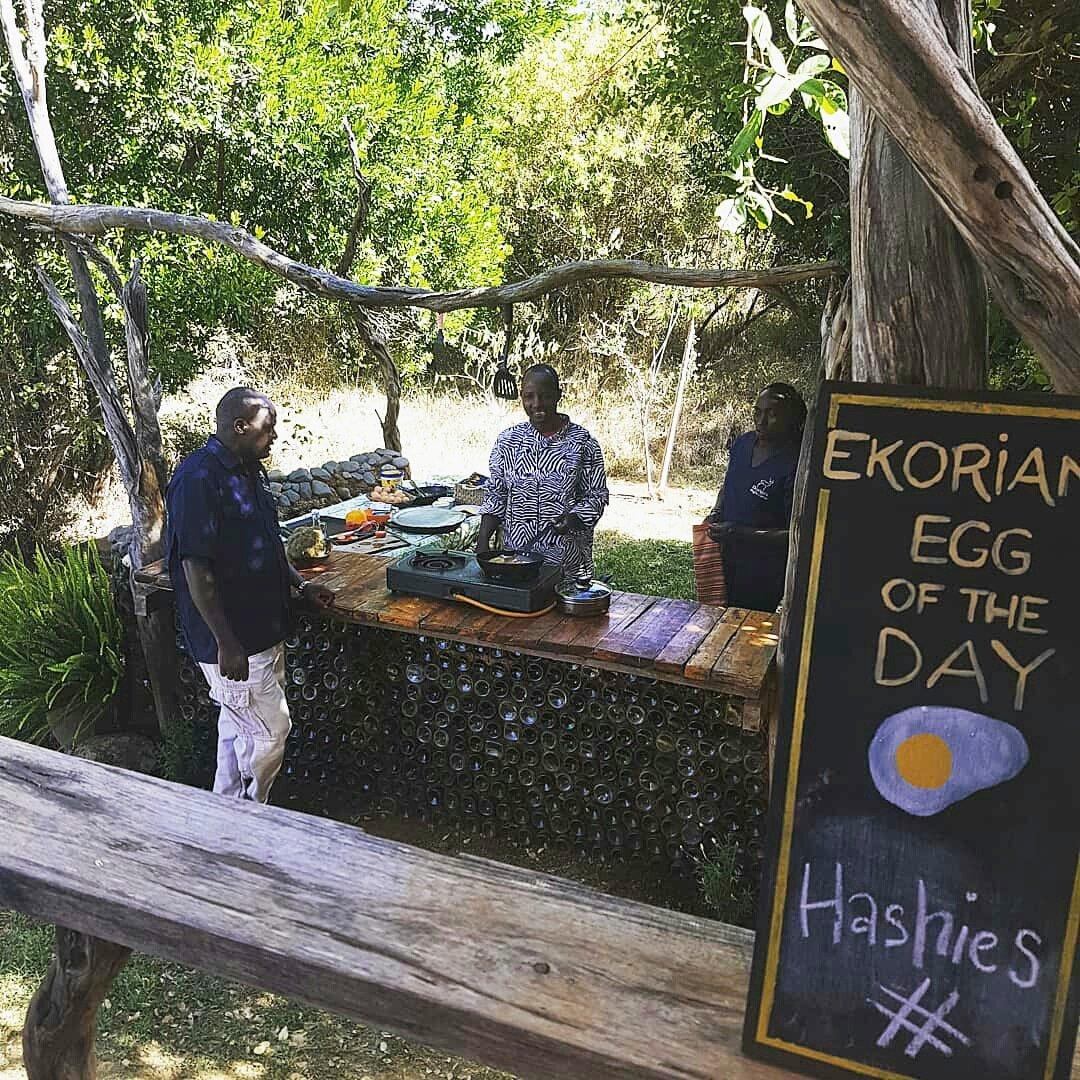 #Breakfast made for us in the bush. Makes for such a luxurious change!  #bushcatering #winebottlecrafts #breakfastideas #alfrescoeggs  - #safari #wanderlust #safaridestination #traveldestination #safaricamp #traveller #travelkenya #whyilovekenya #tembeakenya #magicalkenya #KOTpic.twitter.com/Wu1nbVBgeO