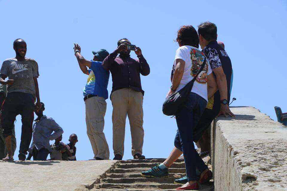 Foriegn daring tourists are flocking to #Mogadishu despite there are constant threat of terror attacks.#Somalia