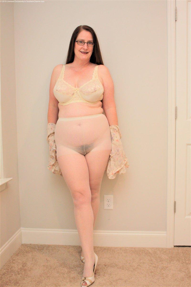 mature female nude pics