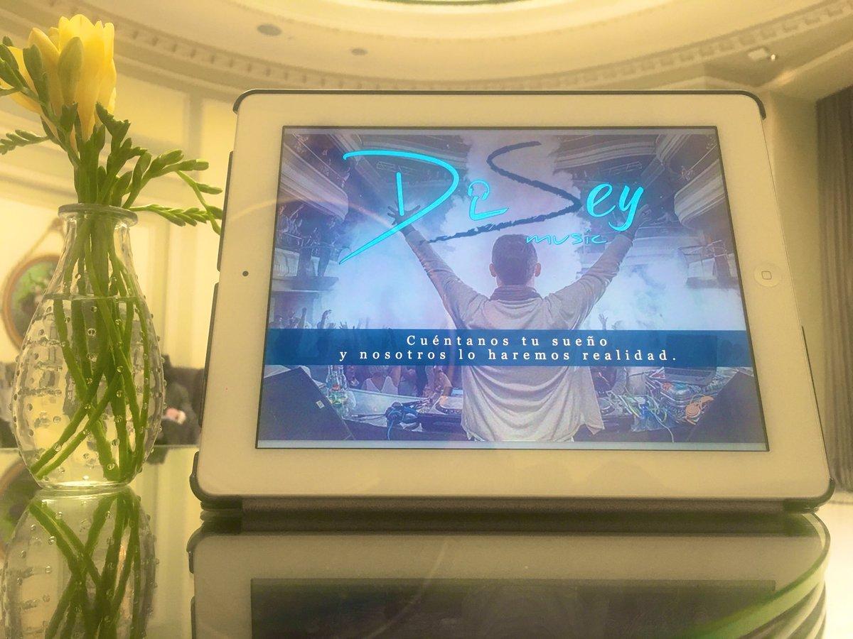 Calentando motores!! #DiseyMusic   #ExpertosEnHacerteBailar – at Lobby Westin Palace