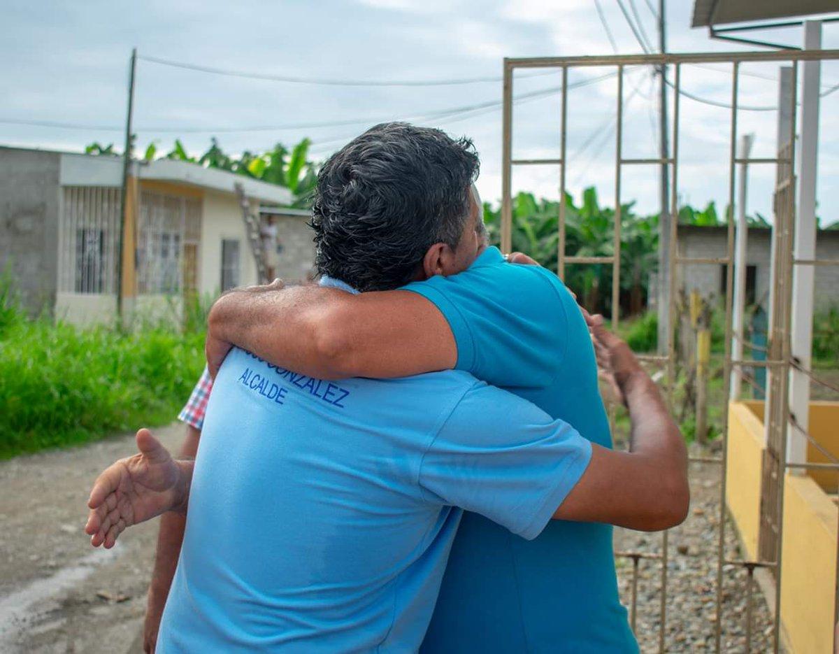 Este espaldarazo lo recibo a diario. Aquí está el nieto de Salustiano González (+), hombre que forma parte de la historia de #PuertoPechiche, igual que Lucho González, nacido y criado en #Puebloviejo, quien junto a la sanjuaneña Dalila Navarro, son mis padres.#MarcosGonzález ✔️