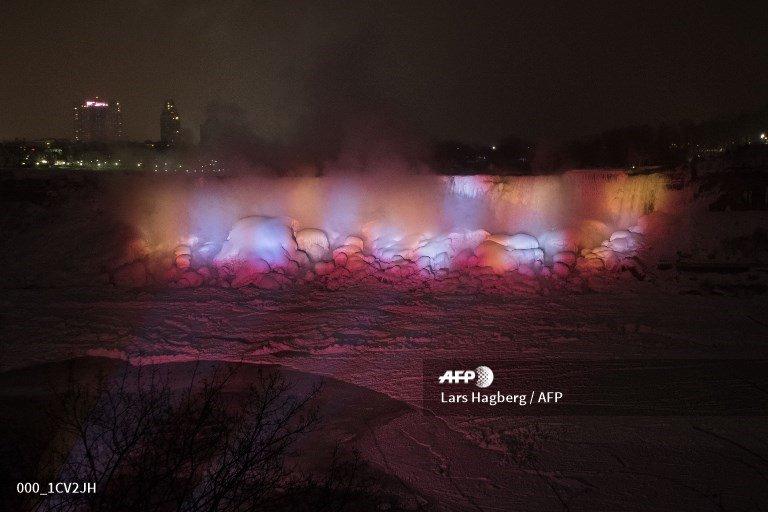 The frozen American Falls are illuminated in Niagara Falls, Ontario, Canada. #Niagara #weather  📸 @LarsHagberg