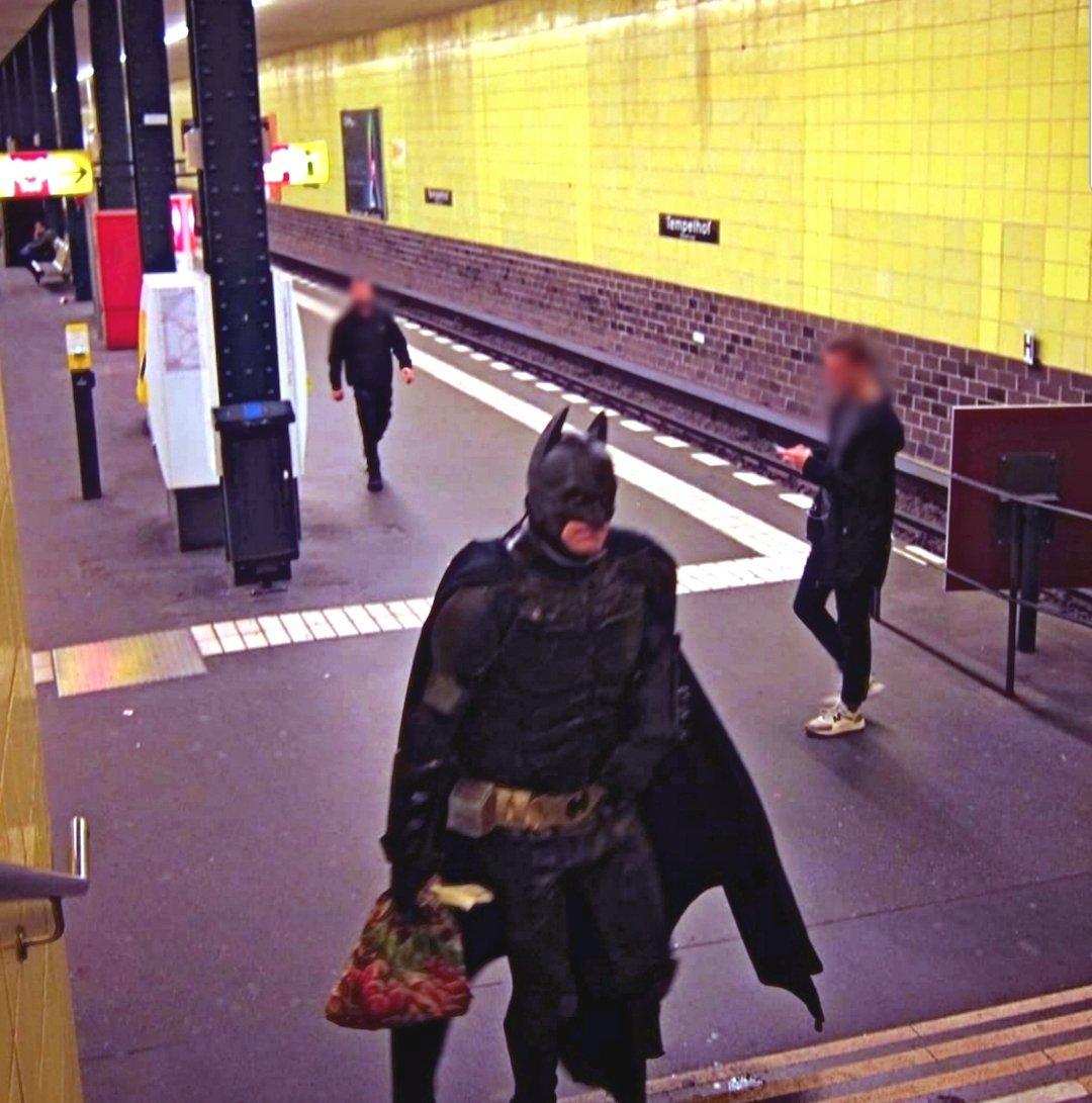 Wenn dein Batmobil keine Feinstaubplakette bekommt. ???? @BPoldiBerlin