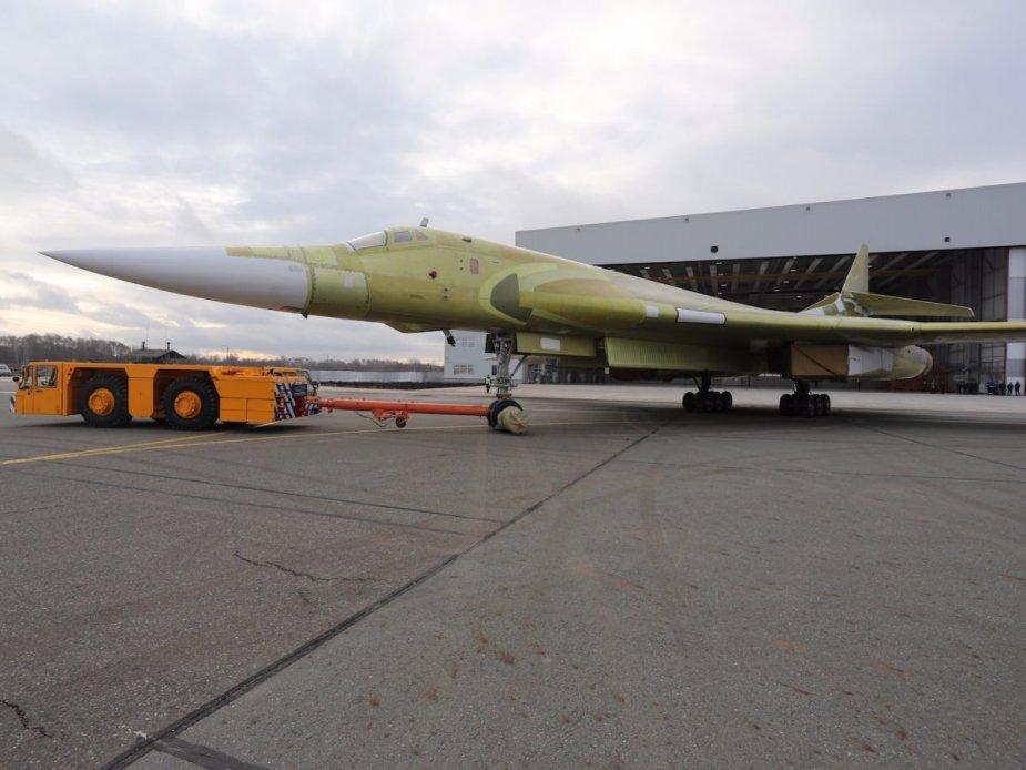 Según el ministro @mod_russia Sergey Shoigu, la #VKS #Rusia recibirá su primer bombardero #Tu160-M modernizado en 2021 y los cuatro primeros #Tu160-M2 nuevos en 2023.