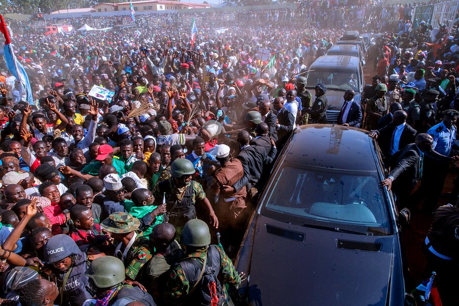 DyQdzOtX0AoyTGV - 'This Crowd Reminds Me Of How They Deceived Jonathan, Chop Him money Clean Mouth.' – See What Nigerians Are Saying About The Huge Crowd That Greeted Buhari At Kano(Pictures)