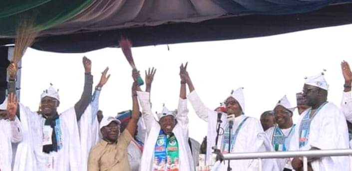 DyQelNqWwAIiBse - 'This Crowd Reminds Me Of How They Deceived Jonathan, Chop Him money Clean Mouth.' – See What Nigerians Are Saying About The Huge Crowd That Greeted Buhari At Kano(Pictures)