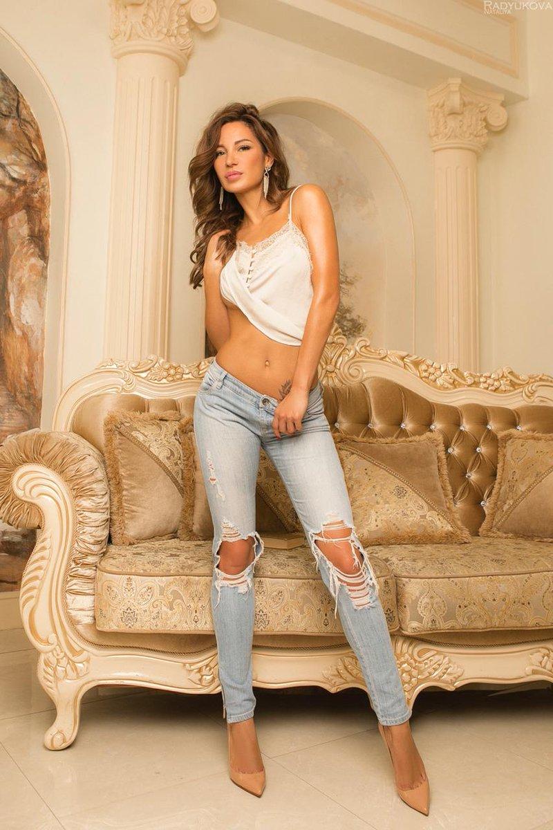 Kamilla @PleasureRoses 🌹 Available now for booking 🌸🌹 My Profile  : https://www.cityhotties.com/escort/kamilla/ #flymetoyou #touringescort #dinnerdate #companion   #Companions #GFE #courtesan #travelcompanion #vipcompanion #losangeles