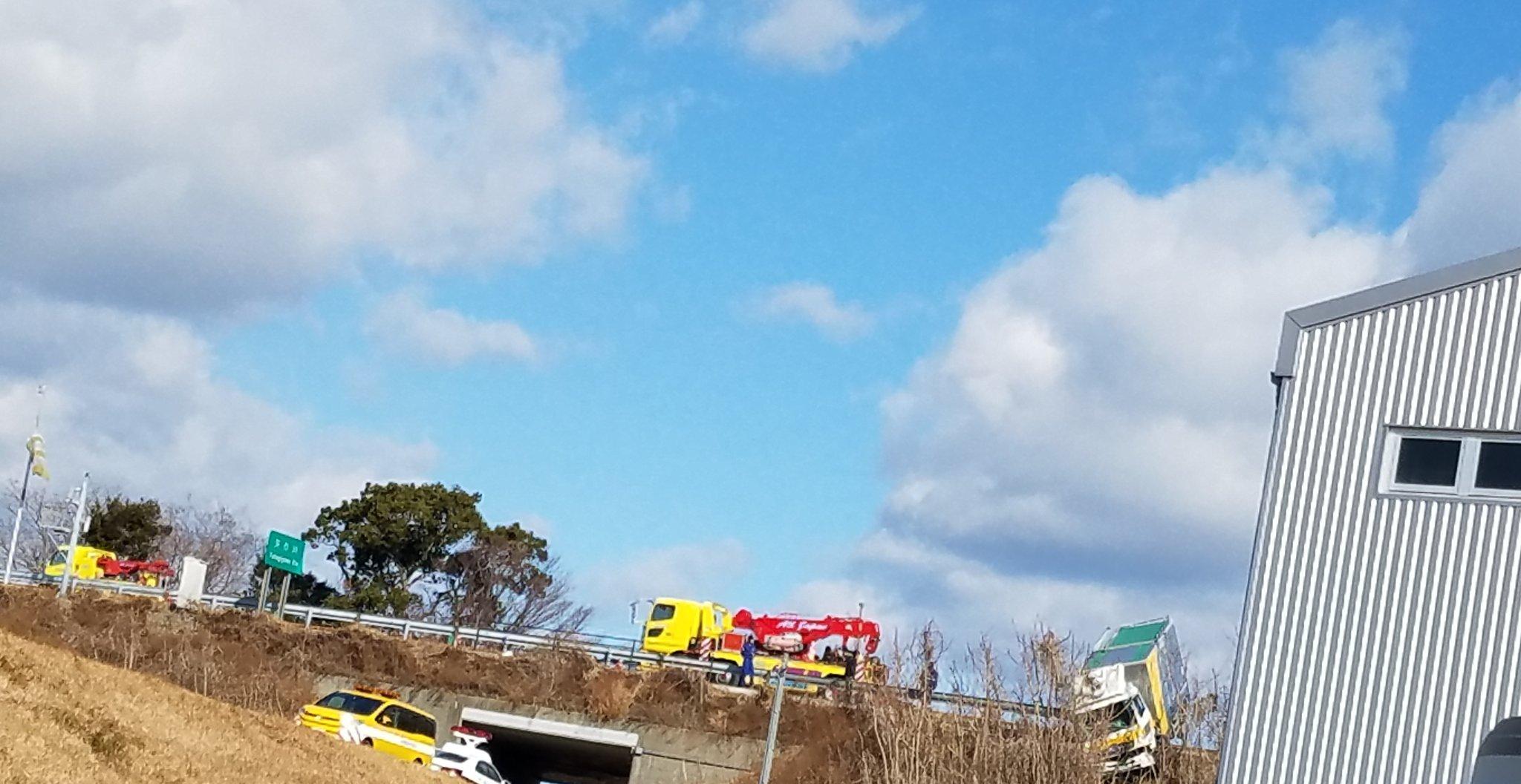 画像,高速事故現場がまさかの会社。 https://t.co/d8s6sPH829。