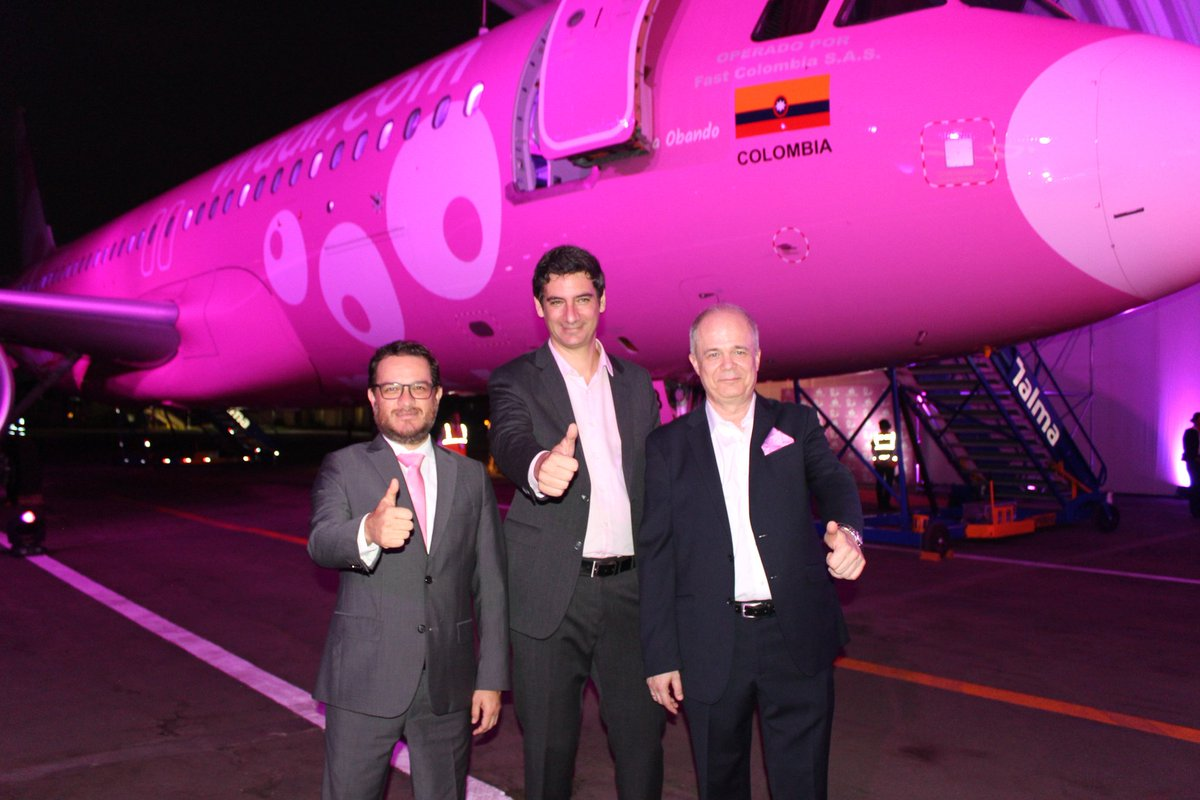avion-rosa-vivaair