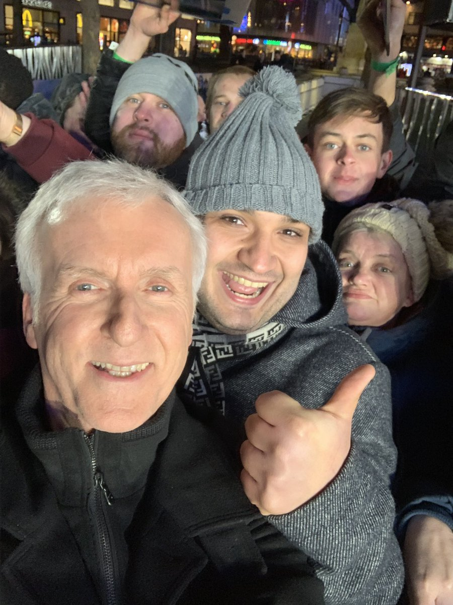 Am I doing this right? Took my first selfie with some Alita fans at the London premiere. Hope this makes my kids proud. #Alita #AlitaBattleAngel #AlitaPremiere