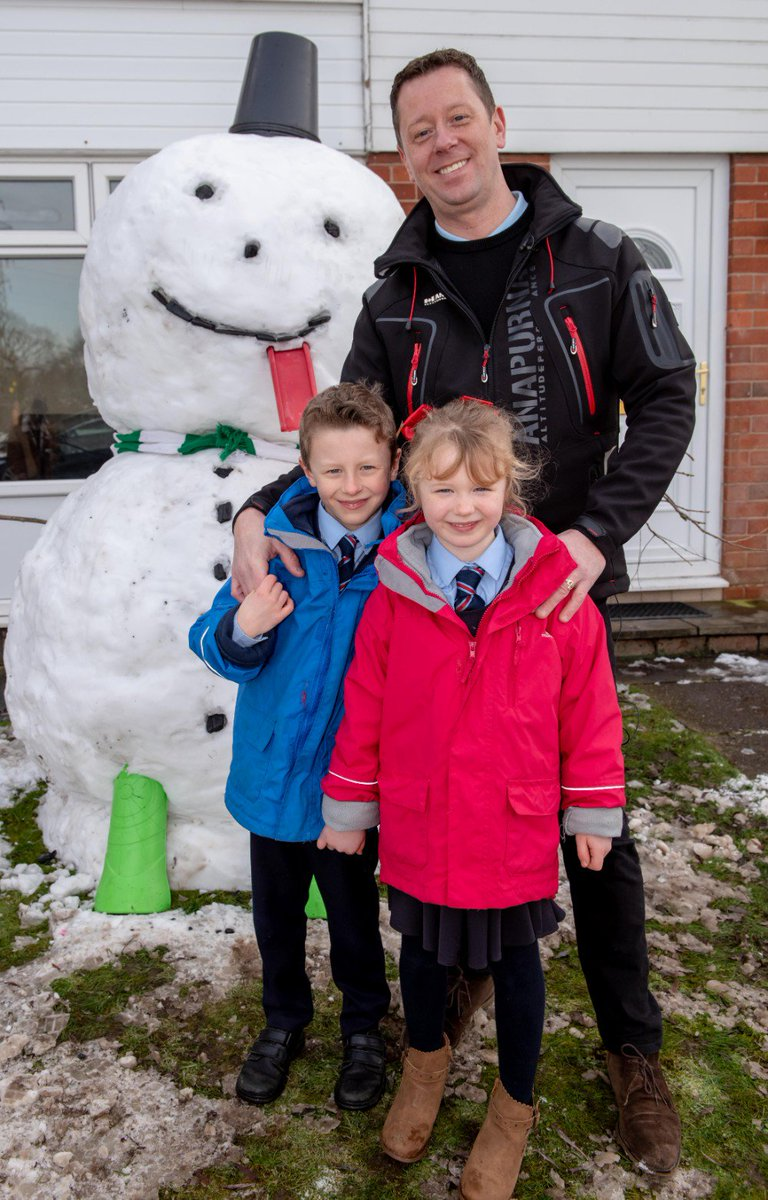 Altrincham's greatest snowman finds the perfect place to chill out after being saved from a slushy end http://altrincham.today/?p=23507 #altrincham @Chill_Factore