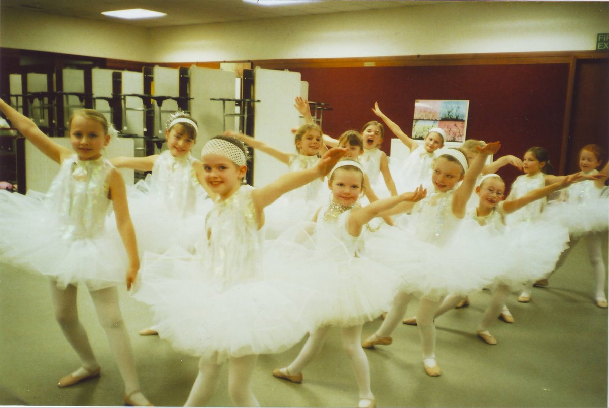 Flashback Friday: It's been a while since we saw a sea of tulle in the dining room, probably not since this photo was taken in 2007! We know where some of you are but if we've lost touch, we'd love to hear from you. 🧚‍♀️  #FlashbackFriday #alumni #craigclowanFPs #craigclowanfamily