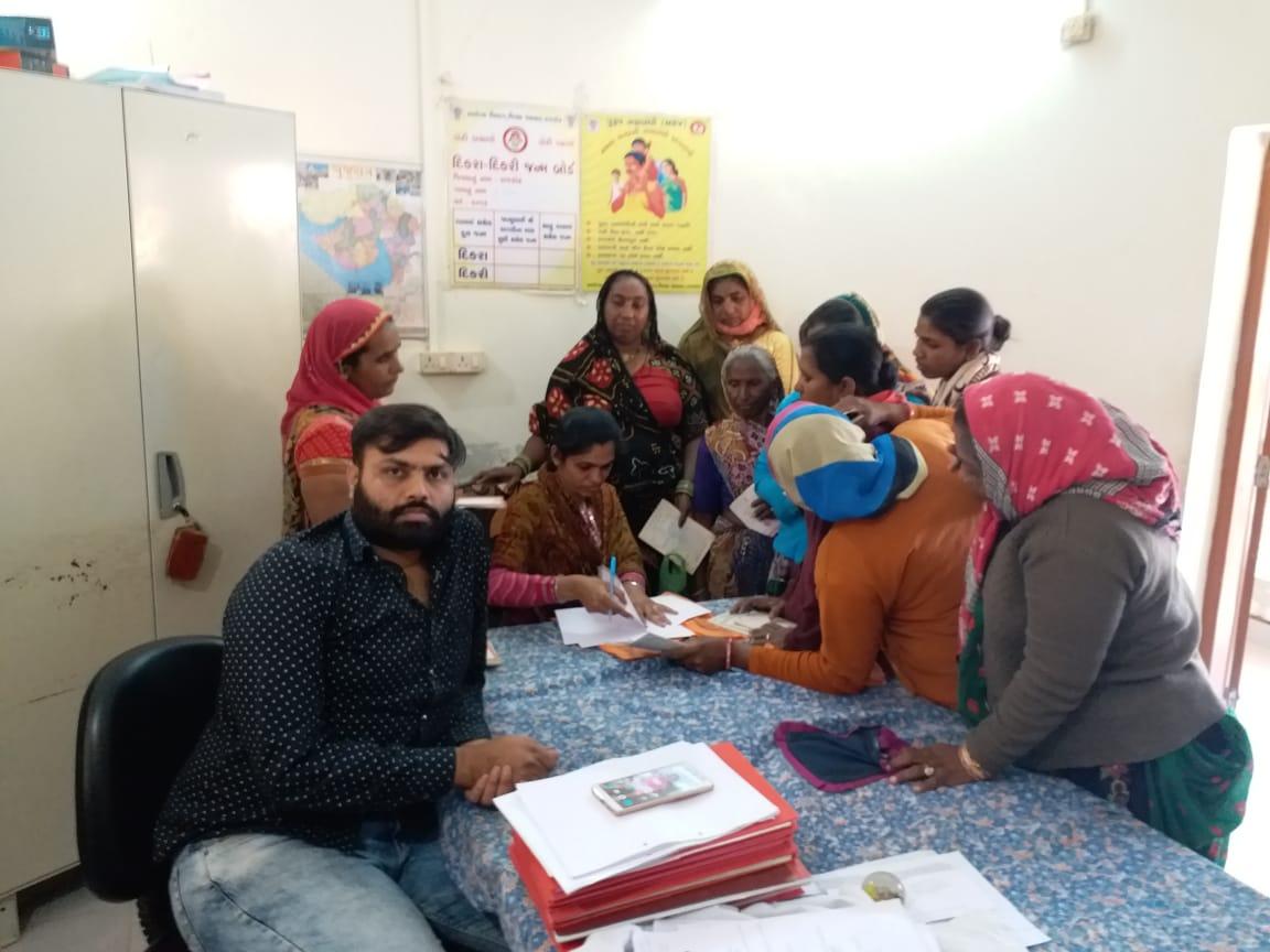 During our ratri gram sabha of Gundasara village, villagers had demanded work under mgnrega. Today we organised Rojgar mela there to provide work under mgnrega.