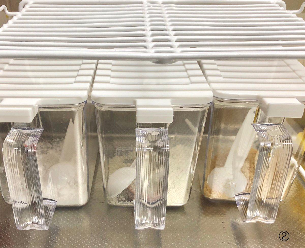 test ツイッターメディア - 100均ショップで見つけた調味料ケースと棚で調理台をリフォーム ↑これってリフォームって言うのかな⁇  積み重ねできるワイヤー整理棚Lの下にスマートポット800が3個、ピッタリ収まってなかなかいい感じ(>∀<*)♫  ①調理台で仮置き ②調味料を入れてみました。右から砂糖、塩、片栗粉  #セリア https://t.co/uWAocsdIdd