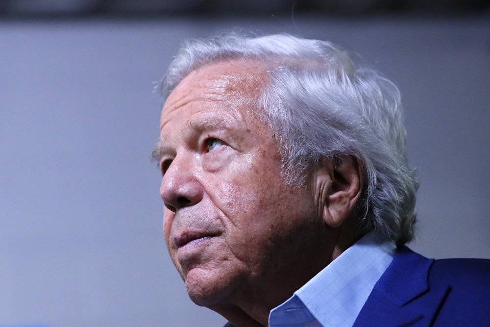"""Robert Kraft praises President Trump on Fox News, and says he is working to serve """"the best interests of country."""" http://bos.gl/IS0n5kP"""