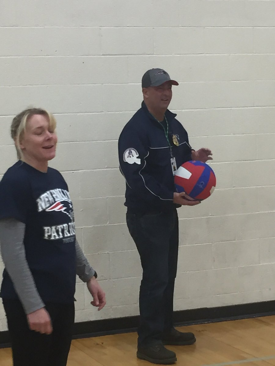 Began my day by playing volleyball with Chief Tavares and students in Ms. Newcomb-Baker's PE class at the FBMS.  @FBMSPPAL @Marshfield_PD