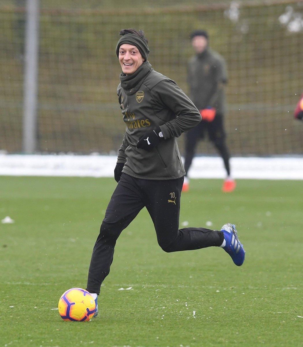 Warming up for the #ManCity clash ❄⚽〽 #M1Ö #YaGunnersYa @Arsenal