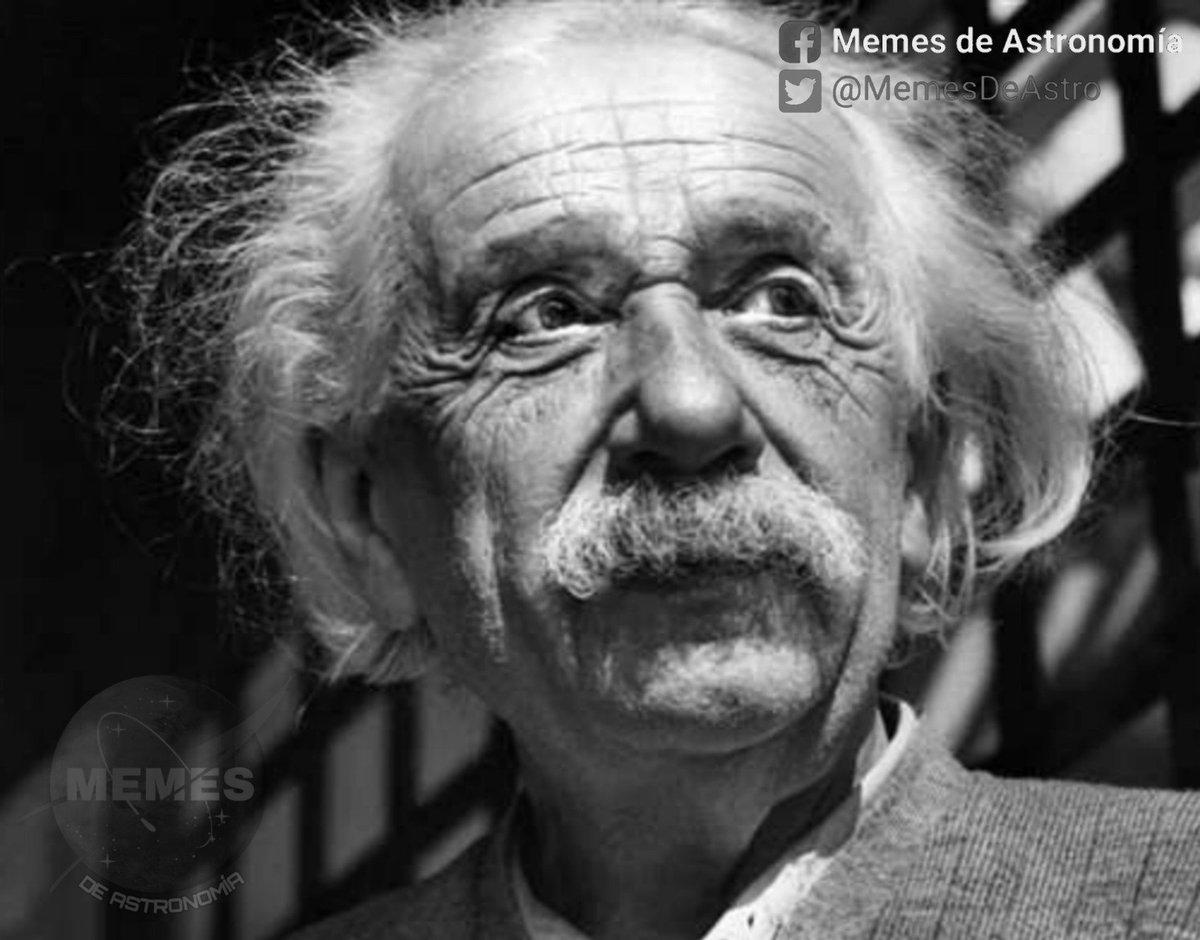 Albert Einstein viendo cómo compartes sus imágenes con frases basura que él nunca dijo.