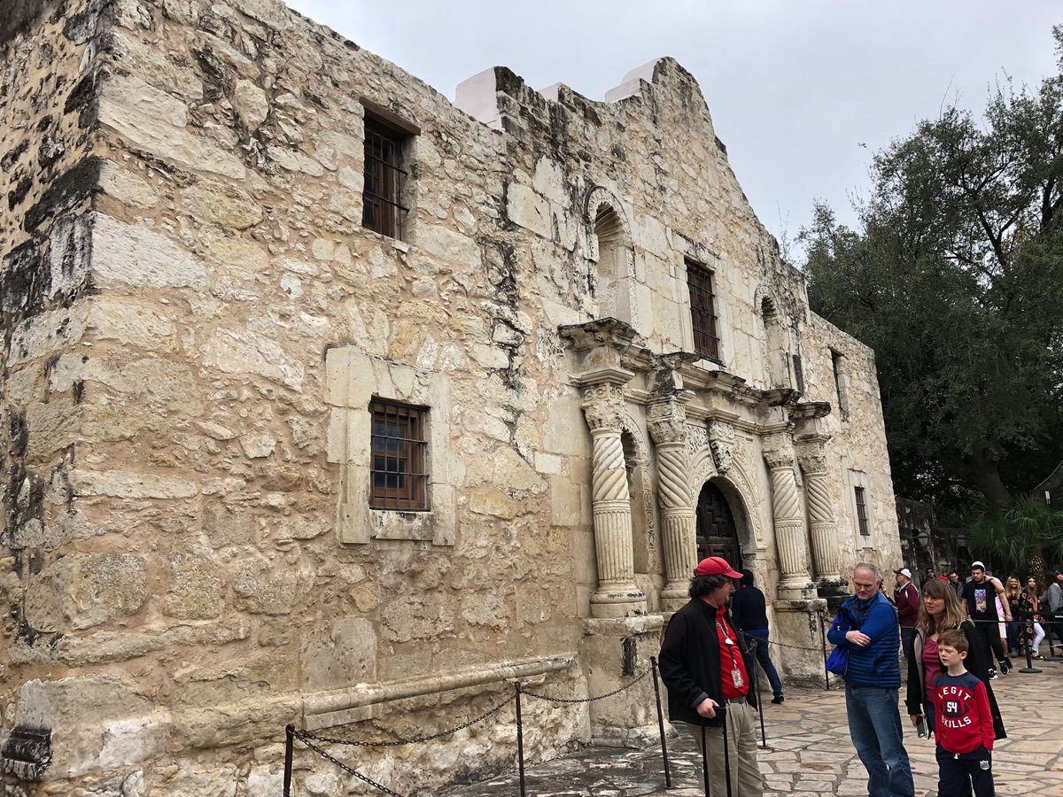 My #firsttime visiting the #Alamo! Too bad I only had 10 minutes to walk thru - but quite the #historic site! #SanAntonio