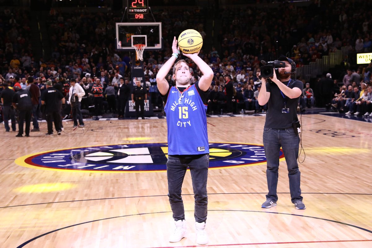 Tonight's halftime performer BONNIE X CLYDE came out for tonight's Western Union First Shot!