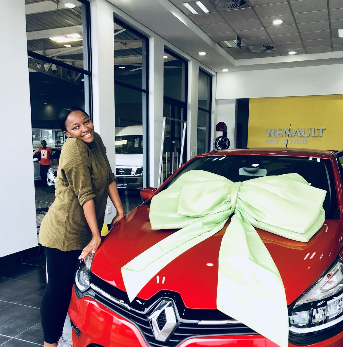 """My mom said we should go to town because she has to fetch parts for her car😭😭Kante this lady just bought me one ...  """"For making me a proud mother."""" 😩❤️😭"""