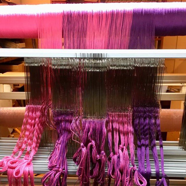 If you look at the beam hanging up, you can see my two colours used in 5 different ways in the sections that match the blocks ☺️  Next step, entering into the reed .... #handloomholdings #handloom #armtouch60 #armloom #weave