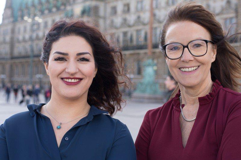 """Die #Linksfraktion Hamburg hat @s_boeddinghaus & @CansuOezdemir wieder als Vorsitzende bestätigt. Einstimmig. Und was sagen die so? """"Das gibt nochmal extra Schwung im Jahr vor der Wahl. Ein soziales, solidarisches #Hamburg ist möglich, das zeigen wir auch 2019 gemeinsam!"""" #hhbue"""