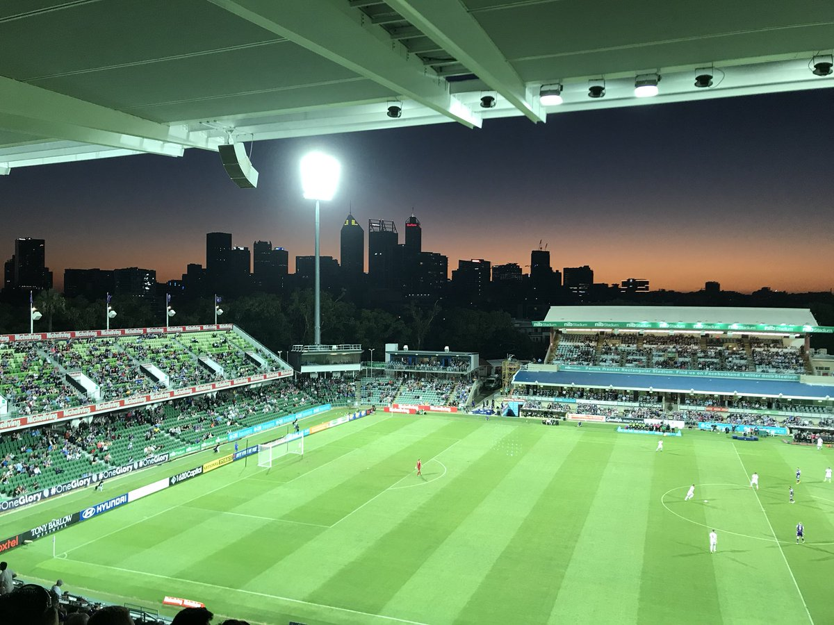 Hope the @ManUtd players get treated to a sunset like this in July! #MUFC #unitedinperth #justanotherdayinWA #perthmusc