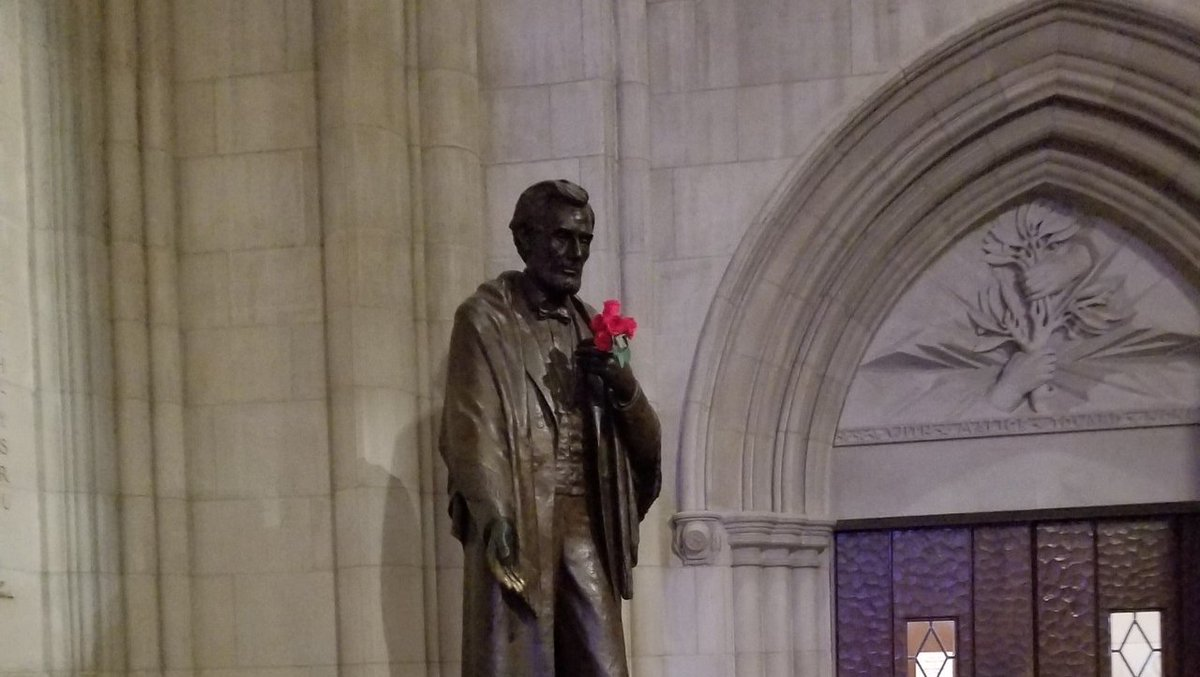 Abraham Lincoln at the Washington National Cathedral.  He always has a carnation.   http:// bit.ly/2JSSPVR  &nbsp;   #Tour #Art @WashingtonNationalCathedral <br>http://pic.twitter.com/ec9aKQoAu4