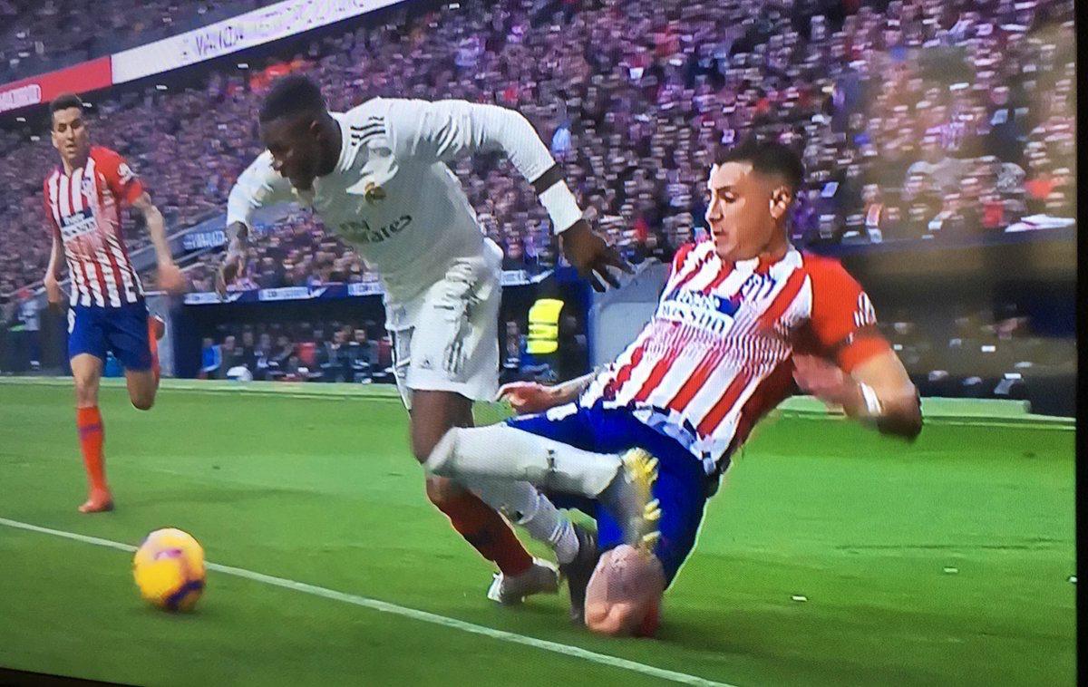 В Атлетико недовольны решениями VAR в матче с Реалом - изображение 1
