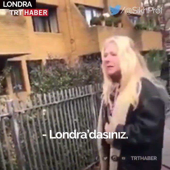 Arkasında yürüyen gençlere bir anda çıkıştı, hakaretler savurdu.   İngiltere'nin başkenti Londra'da ırkçı bir kadın, sokakta kendi dillerini konuşan Brezilyalı gençlere saldırdı.
