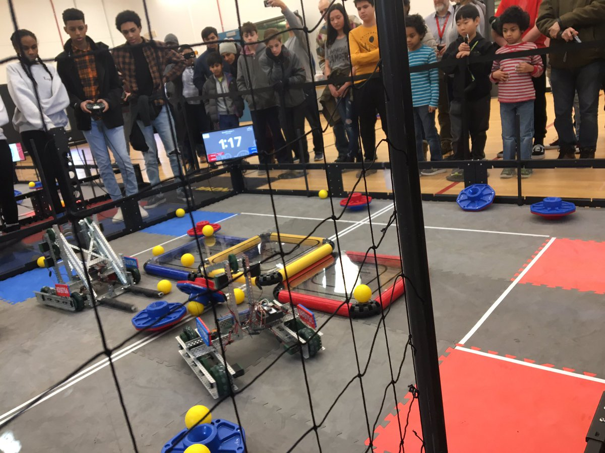 VEX & LEGO Robotics at Arlington Career Center now!  Come see and learn what's happening at APS high middle and elementary school levels <a target='_blank' href='https://t.co/UEtZJF72HX'>https://t.co/UEtZJF72HX</a>