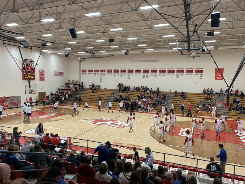 Reeds Spring wolves & the Marshfield BlueJays warming up it's gonna be an awesome game check out our live stream and YouTube @rswolves.tv! #courtwarming #reedsspringhighschool  #reedsspringmedia