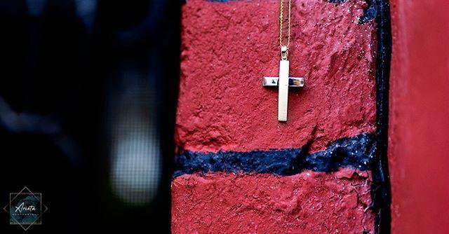 Christening cross. . . . #photography  #christening  #baptism  #cross  #mypassion  #magiclens  #arieta_photography http://bit.ly/2UGU4Nl