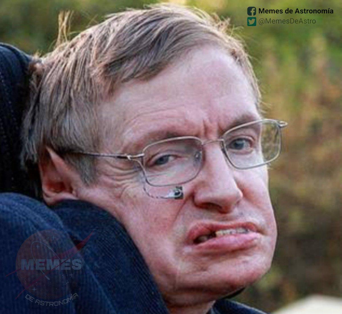 Stephen Hawking viendo cómo te emocionas con la escena de Interestelar en dónde Cooper atraviesa el horizonte de sucesos y sobrevive.