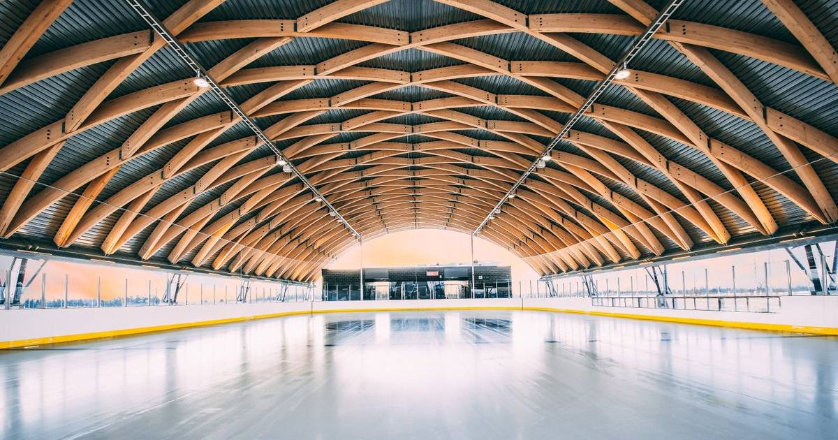 A breathtaking outdoor skating rink just opened near #Toronto https://t.co/unn4kdw0FP #Brampton