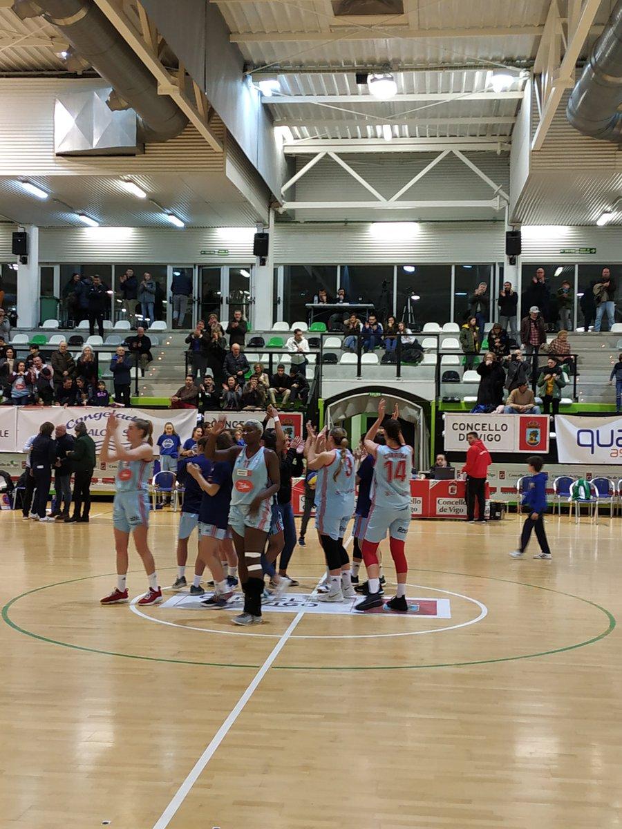 El Celta Baloncesto celebra su victoria ante el GDKO Ibaizabal (Foto: @PedroAPreciado).