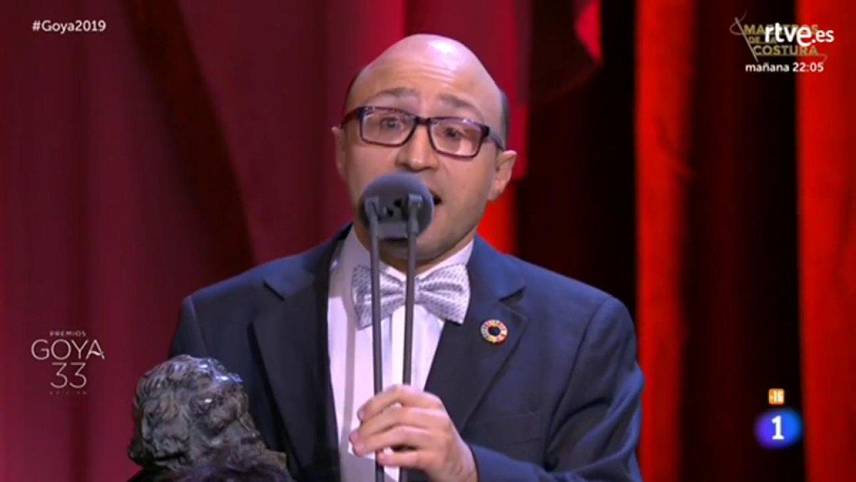 """Jesús Vidal: """"Señoras y señores de la Academia, ustedes han distinguido como Mejor Actor Revelación a un actor con discapacidad. No saben lo que han hecho. Me vienen a la cabeza tres palabras: inclusión, diversidad, visibilidad, ¡qué emoción! ¡Muchísimas gracias!"""".    #Goya2019"""