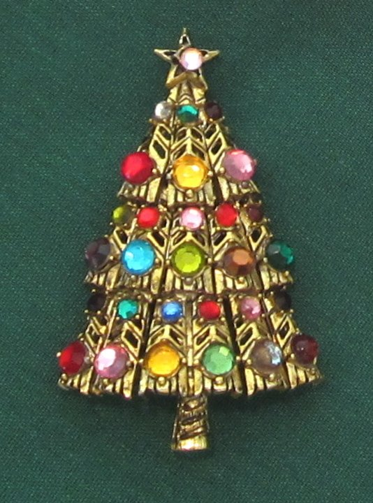 ab2d46a52 #Christmas #Hollycraft #Pin #Tree #Vintage #diy #crafts Please RT:  http://www.christmastreediy.com/christmas-trees/vintage-hollycraft-christmas -tree-pin/ ...