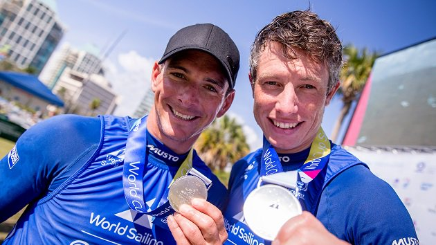 All smiles for @BritishSailing in Miami 😎  @GBR49erTeam & @StuBithell showed all their nous to nab World Cup silver 👏  And a big final day ahead for well-placed @McintyreEilidh @hannahmills1988 👊  Read more 👉https://t.co/QAZd85aIF3 https://t.co/HPxijEOk8L