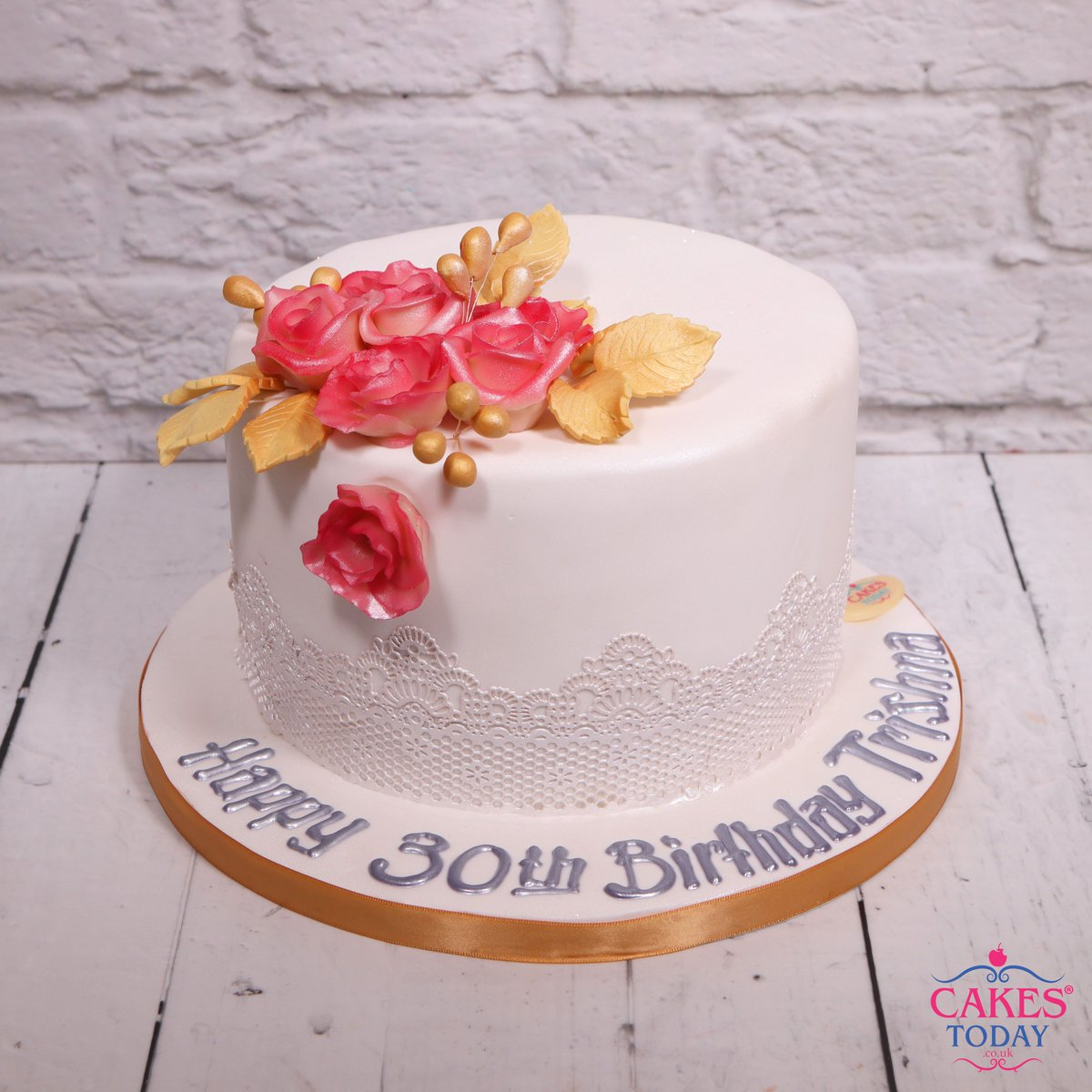 Cakes Today On Twitter SundaySpecial We Have A Simple Gorgeous And Elegant Birthday Cake Made With Edible Handcrafted Flowers By Our Bakers