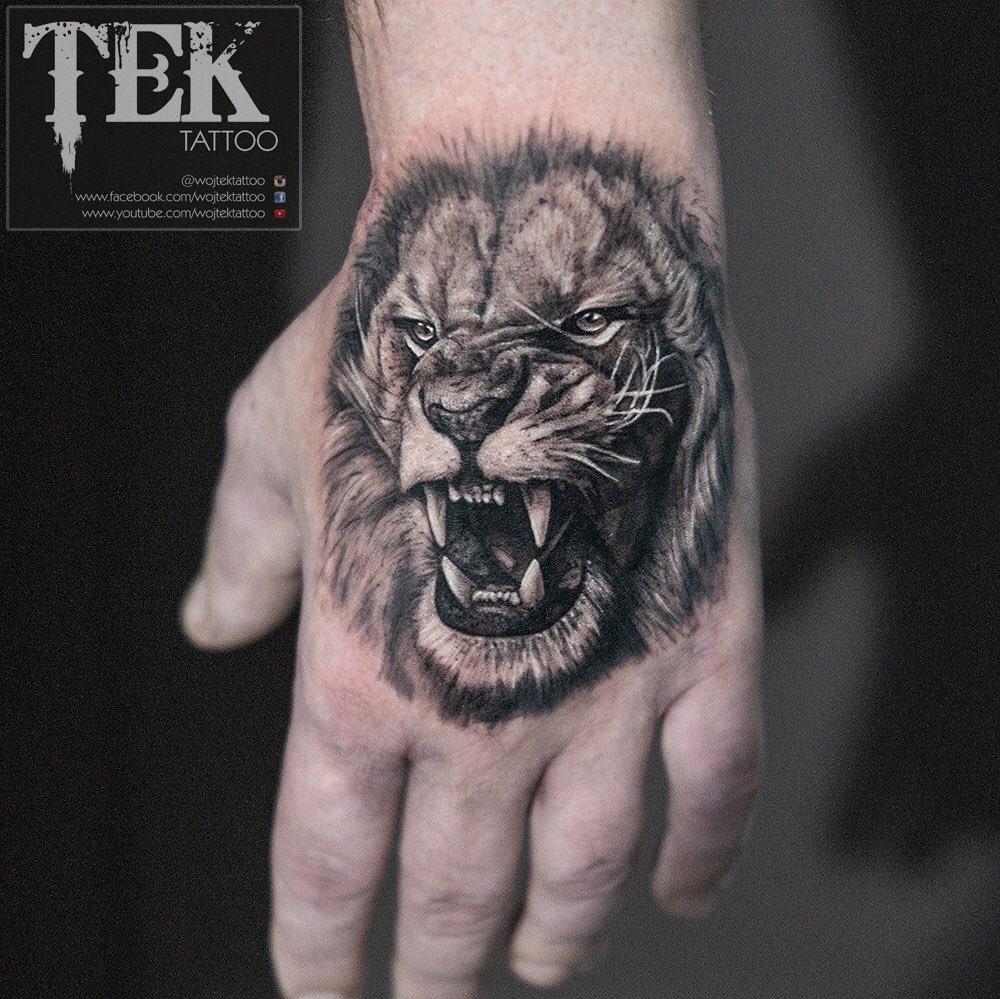 edd1312d9be85 #liontattoo #handtattoo #berlin #berlintattoo #leicester #tattooist  #tätowierer #tätowierung #art #artist #tek #tektattoo #uk #tattooist ...