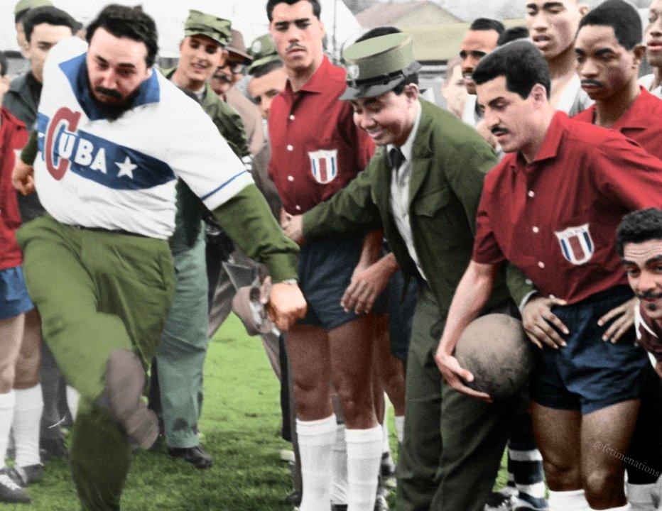 FOTOS HISTORICAS O CHULAS  DE FUTBOL - Página 11 DyfQITAXQAMnKJB?format=jpg&name=medium
