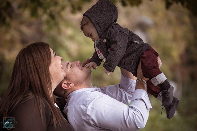 Godfather.. Godmother... . . . #christening  #baptism  #godfather  #godmother  #photography  #photooftheday  #magiclens  #thismagazine  #mypassion  #arieta_photography http://bit.ly/2MPoppT
